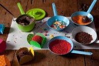 Massinha deliciosa - As crianças podem montar seu próprio brigadeiro! Elas recebem uma panelinha de brigadeiro, 5 forminhas e 4 potinhos de confeitos para enrolarem, moldarem e saborearem!